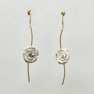Brinco Rosas Brancas Ondas